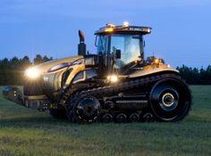 Tractores Challenger MT800C. Posee un motor Cat C15 que reserva de potencia de hasta un 13% que permite máxima capacidad de tracción en condiciones severas de trabajo, sin necesidad de reducir la marcha o levantar el implemento. El ADEM 4 (Advanced Diesel Management System) tiene un control electrónico total y opera para que el motor se desempeñe mejor con el mínimo de consumo de combustible.