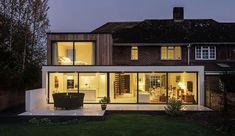 Adam Knibb Architects Conduct the Refurbishment of a Home in Crawley The Beckett House is a private residence located in Crawley, Winchester, Hampshire, England. It was designed by Adam Knibb Architects in 2015 House Extension Design, Extension Designs, Roof Extension, Exterior Tradicional, Veranda Design, Conservatory Design, Contemporary Patio, Contemporary Style, Farm Cottage