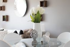 9 Home Staging Tips to Ensure a Quick Sale is part of home Staging Accessories The ease of selling your home fluctuates depending on the market However, these simple home staging tips will help you - Home Decor Shops, Diy Home Decor, Decorating Tips, Decorating Your Home, Condo Decorating, Home Staging Tips, Deco Addict, Web Design, House Design