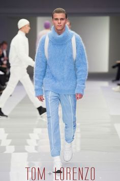 Versace Fall 2016 Menswear Collection - I want that fluffy sweater!