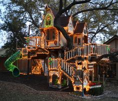 Christmas Tree House by Steve and Jeri Wakefield via houzz: Designed by James Curvan #Tree_House #Christmas_Lights