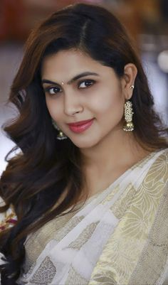 Best Beautiful Indian Actress and Models High Resolution Wallpapers [HD] Beautiful Girl Indian, Most Beautiful Indian Actress, Beautiful Girl Image, Indian Natural Beauty, Indian Beauty Saree, Asian Beauty, Cute Beauty, Beauty Full Girl, Beauty Women