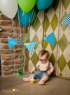 Banner, so cute with this little guy and that awesome backdrop or just cute for room decor!