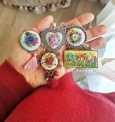"""Her """"Cumâ"""" bir huzur ,Her Sabah bir umuttur ...Huzurunuz ve umudunuz daim.. duâlarınız kabul olsun .HAYIRLI CUMALAR OLSUN ..#sihirli_kasnak#handmadejewelery#handmadewithlove #crosstitchlove #crosstitch #nakis #fotosentez #vscocam #vscocamphotos #DMC #ModernMaker #love #handmadewithlove #bestmasterpiece #besthandmade #fotosentez #love #cuma #mubarek #mutluyumçünkü"""