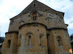 Iglesia de San Esteban / Glèsia de Sant Estèue La Iglesia de San Esteban / Sant Estèue es del siglo XIV y es una evidencia de la transición del discurso románico al gótico, tanto arquitectónicamente como escultóricamente.