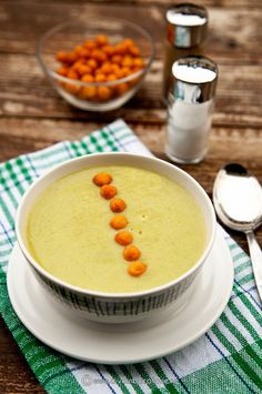 Tasty green bean soup with leek cream. (in Romanian) Romanian Food, Romanian Recipes, Soup Beans, Leek Soup, Tasty, Yummy Food, Cream Soup, Green Beans, Soup Recipes