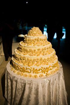 Wedding cake Wedding Dinner - private Villa Roma - Church Wedding in Rome - weddingplanner: www.prime-moments.com Wedding Dinner, Cake Wedding, Church Wedding, Italy Wedding, Vanilla Cake, Villa, Rome Italy, Desserts, Food