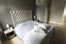 A beautiful beige headboard with white bedding and grey walls. Fall Home Decor, Autumn Home, Cheap Home Decor, Beige Headboard, Cool Beds For Kids, Royal Bedroom, Indian Home Interior, Cosy Bedroom, Bedroom Loft