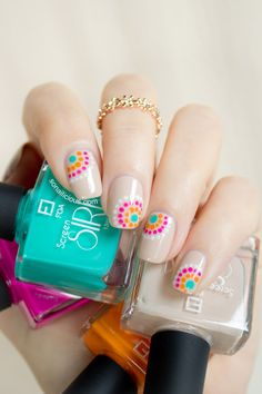 Pretty summer nails. How-to here: http://sonailicious.com/pretty-summer-nail-design-with-foa-screen-siren/