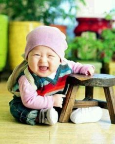 Too cute! Giggly baby. :)