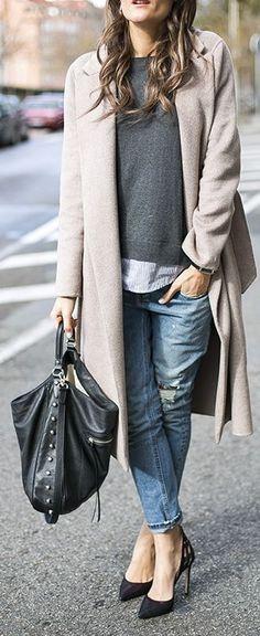 Scandinavian style | Simple chic | Cream jacket, sweater, blue denim boyfriend jeans, black purse and heels