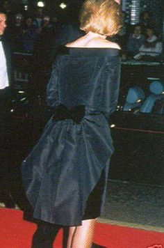Diana's black dinner dress had a black taffeta bustle back caughht w/ a black velvet bow. Drress by Victor Edelstein.