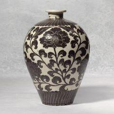 Northern Song dynasty: 'Cizhon' scraffito vase