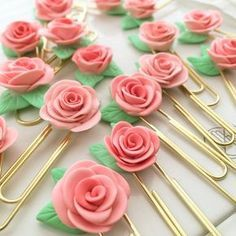 34 Most Beautiful Rose Crafts Ever Created, DIY and Crafts, Rose Crafts - Rose Clips - Easy Craft Projects With Roses - Paper Flowers, Quilt Patterns, DIY Rose Art for Kids - Dried and Real Roses for Wall Art a. Easy Craft Projects, Fun Crafts, Crafts For Kids, Arts And Crafts, Art Projects, Kids Diy, Decor Crafts, Rosen Arrangements, Paperclip Crafts