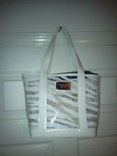 So cute and very stylish MICHEAL KORS AWESOME LADIES CLEAR AND LEATHER PURSE   Great gift idea