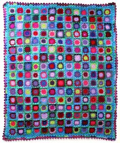 Granny square IBIZA trow. With free pattern of square and pompom border. By Handwerkjuffie.