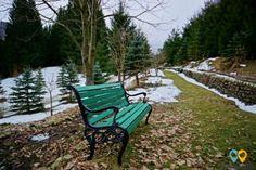 Hadar Chalet – când lipsa semnalului la telefon e un lucru bun Outdoor Furniture, Outdoor Decor, Bench, Park, Home Decor, Garden Furniture Outlet, Room Decor, Benches, Parks