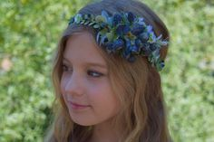 This enchanting and beautiful woodland halo, The Blueberry and Thistle Flower Crown, is a gorgeous mix of dark blue gray and soft greenery. A twisted bark vine is adorned with weeping fern, thistle, blueberry clusters and dark blue delphinium. Pip berries and wax flowers add a dainty touch. Two loops in back tie with 5/8-inch satin ribbon in antique blue, ivory, white or pale green. Available in 3 sizes: -Baby (newborn-2 years old) Beautiful photo prop or birthday crown -Child (2-12 years…