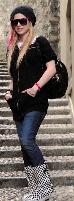 Avril Lavigne.  Love her style