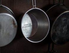 【材料費2,300円】特殊な工程は一切なし!フォールディングテーブルのDIYに挑戦 | CAMP HACK[キャンプハック] Camping Life, Decorative Plates, Tableware, Dinnerware, Tablewares, Dishes, Place Settings