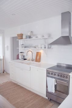 scandinavian kitchen-white counter tops and farm sink Farm Sink Kitchen, Rustic Kitchen, Diy Kitchen, Kitchen Design, Kitchen Ideas, Swedish Kitchen, Scandinavian Kitchen, Kitchen White, Scandinavian Style