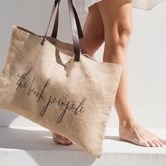 Best 11 Our essential jute bag with leather handle is just what you need for the markets, beach and home. – Jute material with leather handles – Sand free design that hides stains like spilt sunscreen – Printed design on front of bag – Leather stamp w Leather Handle, Leather Bag, Best Beach Bag, Beach Bags, Summer Beach, The Beach People, Diy Sac, Leather Stamps, Jute Bags