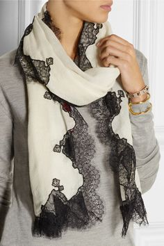 Valentino Diy Fashion Scarf, Hijab Fashion, Lace Scarf, Wool Scarf, Couture Sewing Techniques, Scarf Styles, Womens Scarves, Couture Fashion, Beautiful Outfits
