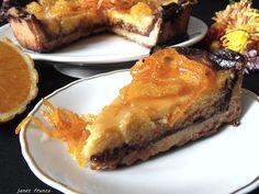 Tarta cu ciocolata si portocale  http://inbucatarielajanet.blogspot.ro/2014/10/tarta-cu-ciocolata-si-portocale.html