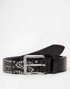 Ceinture par Diesel Bracelet en cuir lisse Logo clouté Boucle à ardillon et passant unique Traiter avec un agent protecteur pour cuir 100% cuir véritable Largeur ceinture : 3,5 cm/1,4 po