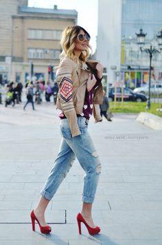 Zara jeans, Springfield sweater, Bershka jacket (old), Christian Louboutin shoes, Chloe sunglasses