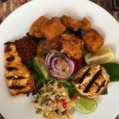 Grilled chopped and wahoo nuggets wahoo 3 ways...yet another winner from @wahoosbistro_bermuda served atop a salad.  Not much else to say but just Yum! #biteofbermuda #bermuda #bermudafood #wearebda #wearebermuda #lovemybermuda #sharemybermuda #wahoo #grilled #lunch #food