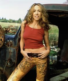 Listen to every Sheryl Crow track @ Iomoio Sheryl Crow, Claudia Jung, Female Rock Stars, Crow Photos, Country Female Singers, Jenifer Aniston, Hip Hop, Women Of Rock, Guitar Girl