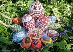 Easy way to create a pattern for a beaded Easter egg.