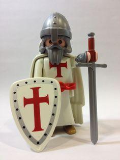 Playmobil: Caballero Orden de los Pobres Caballeros de Cristo o Del Temple Legos, Lego Lego, Lego Knights, Toy Display, Lego Figures, Samurai, Knights Templar, Game Pieces, Motorcycle Helmets