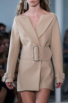 Dion Lee at New York Fashion Week Spring 2017 - Livingly Source by winkielai Ideas spring Blazer Fashion, Suit Fashion, Look Fashion, High Fashion, Fashion Dresses, Womens Fashion, Fashion Design, Fashion Spring, Maxi Dresses