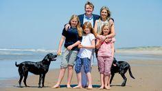 Netherland's Royal family 2015 - Hollands kongefamilies herlige sommer   Billed Bladet