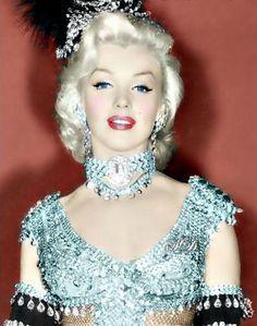 Marilyn Monroe showgirl!
