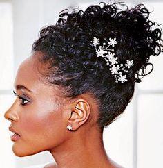 Penteados para noivas de cabelo crespo