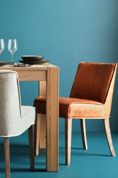 Beautiful, simple and very natural-looking, these dining chairs are an inspired choice to own in your living room or dining room. Fantastic in every way, these chairs will leave you breathless.