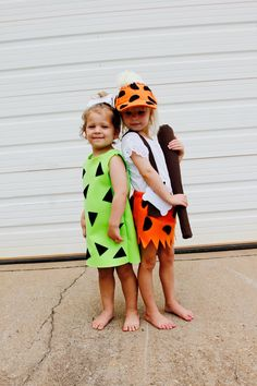 DIY Pebbles and Bam Bam Costumes Pebbles Halloween Costumes, Flintstones Halloween Costumes, Pebbles Costume, Halloween Costume Patterns, Homemade Halloween Costumes, Easy Costumes, Toddler Costumes, Family Costumes, Costume Ideas