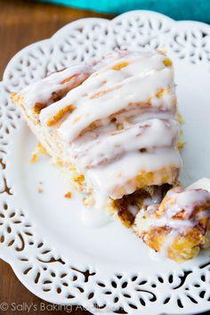 Gigante del rollo de canela Pastel - suave, esponjoso, y extra grande!  Conseguir la receta en sallysbakingaddiction.com