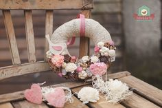 Ajtódísz Mátra Fall Wreaths, Easter Wreaths, Door Wreaths, Christmas Wreaths, Diy And Crafts, Paper Crafts, Christmas Photography, Shabby, Barn Wood
