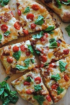 BLT Pizza from Bev Cooks. Growing up my favorite pizza in the world was a BLT pizza from a local pizza shop. I've never found another like it, I'll have to give this one a shot. I Love Food, Good Food, Yummy Food, Paleo Food, Flatbread Pizza, Margherita Flatbread, Chicken Flatbread, Flatbread Recipes, Gastronomia