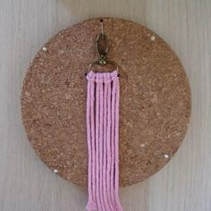 Macrame Wall Hanging Diy, Macrame Plant Hangers, Macrame Art, Macrame Projects, Macrame Jewelry, Macrame Earrings, Rope Crafts, Yarn Crafts, Feather Crafts