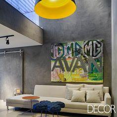 Apartamento de150 m² apresenta interiores aconchegantes e cosmopolitas, que criam um cenário criativo e lúdico para fugir da rotina.