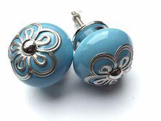 306 Blauwe kastknop met exclusieve kroon