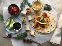 Julelefse med confit m/ rødbeter & løk og sennep med honning Hummus, Tacos, Mexican, Ethnic Recipes, Food, Meals, Yemek, Eten
