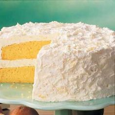 Pineapple Cake Recipe - Ingredients: 1 package yellow cake mix (regular can ounces) mandarin oranges, can ounces) unsweetened crushed pineapple, package ounces) instant vanilla pudding package ounces) frozen whipped topping, thawed - (directions at site) Pudding Desserts, Dessert Recipes, Pineapple Frosting, Pineapple Layer Cake Recipe, Easy Pineapple Cake, Pineapple Upside, Just Desserts, Delicious Desserts, Diabetic Desserts