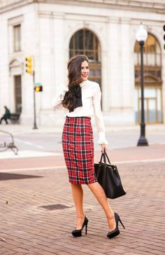How To Wear Plaid Trend – The femininity mystique Work Fashion, Skirt Fashion, Fashion Looks, Street Fashion, Fashion Heels, Gothic Fashion, Skirt Outfits, Cute Outfits, Preppy Look