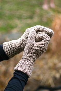 Knitting Patterns Gloves Ravelry: Zart Mittens pattern by Julie Hart Knitted Mittens Pattern, Knit Mittens, Knitted Gloves, Knitting Patterns, Fingerless Mittens, Hat Patterns, Loom Knitting, Free Knitting, Stitch Patterns